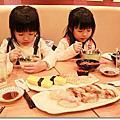 [2014東京慶生親子遊]陪媽咪逛街去~~~