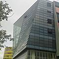 辦公大樓玻璃帷幕張貼隔熱紙工程