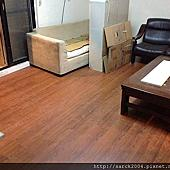 風格木地板*2014*新北市中和區直鋪木地板施工案例*偏花梨木色的海島型超耐磨木地板*品名:K系列/海島型超耐磨木地板/超低特價!歡迎來電諮詢唷!相簿封面