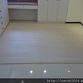 風格木地板-2014-新店區木地板平鋪施工案例*品名:北歐白松(手刮浮雕海島型超耐磨木地板)/台北木地板專賣店/一系列超耐磨木地板施工特價中!要搶要快!相簿封面