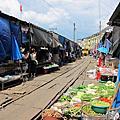 與鐵道共生的市集-美功鐵路市場