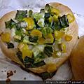 心型蔥花麵包與肉鬆蛋皮麵包