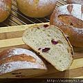 紅麴蔓越莓麵包