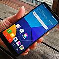 18:9 大大螢幕小巧機身耶!5.7 吋的 LG G6 只有 5.2 吋的尺寸大小還有廣角雙鏡頭耶....