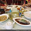 03 吃瓷宴 ,油油膩膩的一餐,餐具漂亮,味道還好,東西挺多