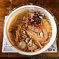 2020-05-08 高雄六合美迪亞正老牌鍋燒麵,五支蝦 三個蛤蜊。一個丸子。一些肉 一顆蛋。鍋燒意麵。湯頭算小濃郁 很古早味那種,一碗90元大的