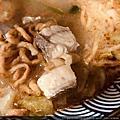 2020-05-15 高雄鼓山恆香鍋燒麵,一碗80元 算比較貴一點 湯頭算清甜。不是濃郁那種。 我覺得還可以。蛋一顆 蚵仔兩個 蚵蜊三顆 肉一堆 這家沒有蝦子 紅茶20元