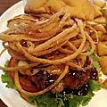 2020-07-04 台北日式漢堡店 WakuWaku Burger,洋蔥富士山牛肉堡,330元,味道還不錯!