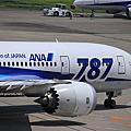 Q2006 全球首架787 送給名古屋中部空港啦