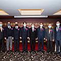 鄧律師擔任本次『中華民國律師公會全國聯合會第11屆第3任與全國律師聯合會第1屆理事長』交接典禮的監交人