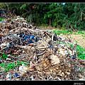 西湖旁的廢棄物堆置