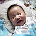 小龍四個月~(好愛笑,但是依然愛哭!!)