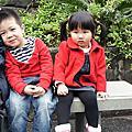 麻糬和小帥哥穿情侶裝遊動物園
