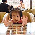 1歲9個月喜歡模倣大人的動作,喜歡什麼事都自己來