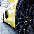 金屬黃 Lamborghini Aventador LP 700-4 Roadster