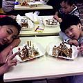 可樂與妹妹去麥當勞做餅乾屋