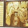 A151.關聖帝君神桌後貼壁龍雕刻 公媽聯