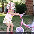 三小學騎腳踏車