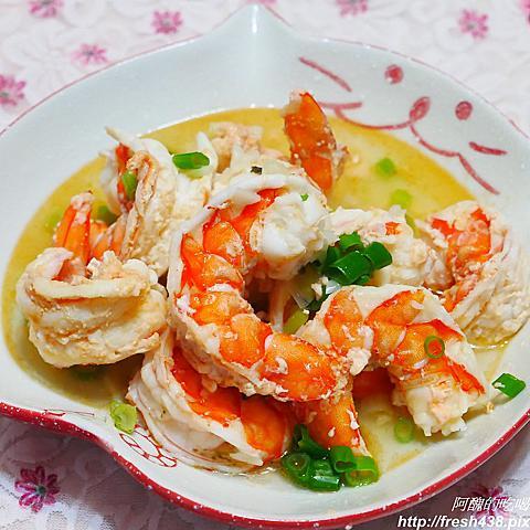 蒜蓉蒸蝦,不到5分鐘就能上菜,備料超簡單。