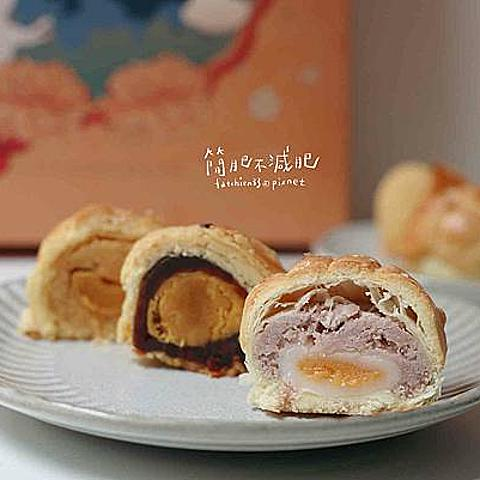 |彰化|小熊菓子-中秋限定復古包裝,結合菠蘿外殼的蛋黃酥,爆漿流沙月餅更誘人