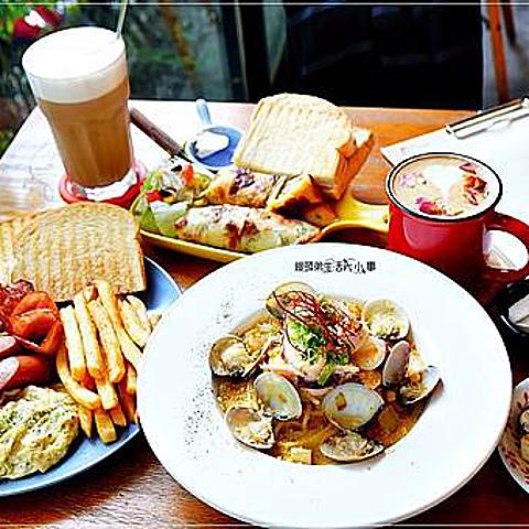 【中和美食】晨時/捷運中和站~寵物友善餐廳,有豐盛早午餐、燉飯、義大利麵、甜點、飲料選擇,晚上則變成迷人的餐酒館
