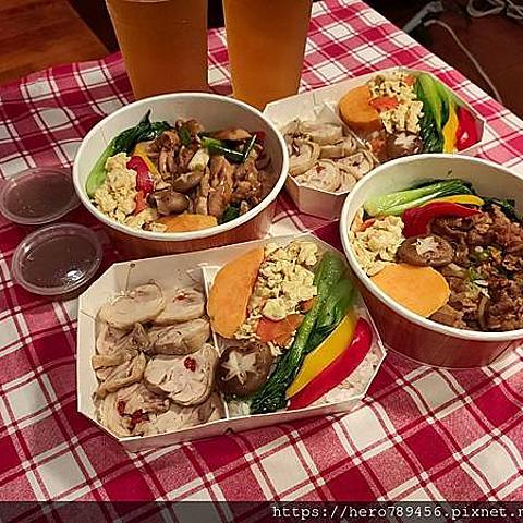 (新北新莊美食)檸檬草美食茶房-新莊店,曾是新莊夜貓子以及輔大人的宵夜首選,現在推出防疫健康餐、生鮮超市以及在家簡單做系列,讓你吃得飽也吃得好