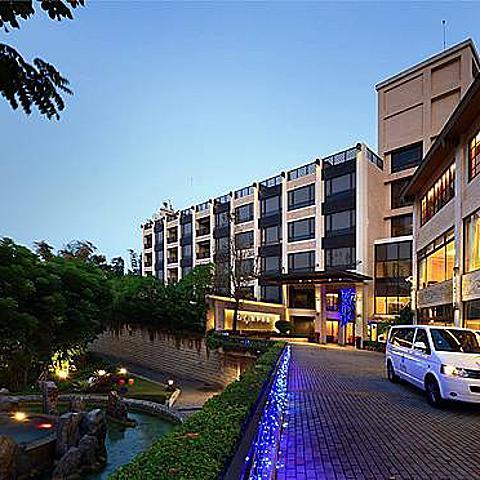 南臺灣唯一頂級冷泉度假飯店!耗資七億,住宿、湯屋,月世界一日輕旅行   花季度假飯店
