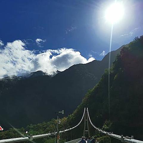 花蓮最美的吊橋就是太魯閣國家公園『山月吊橋』,景色美值得打卡拍照好景點喔!