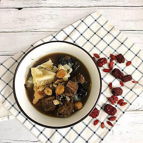 【食譜分享|九神牛肋條高麗菜湯】為家人做補湯,就用御神庵養身湯品專門店的家傳九神牛肋條湯