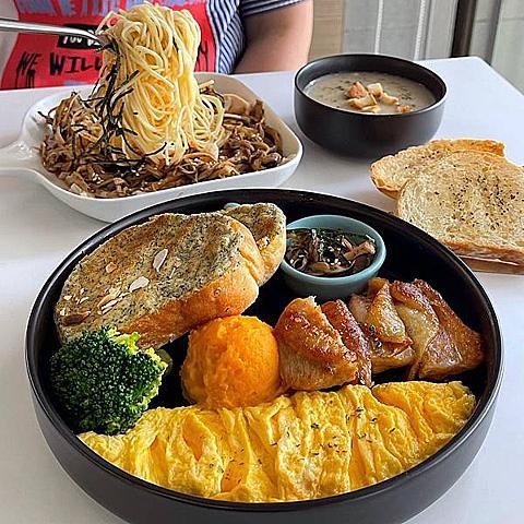 【台南美食】T'wincoffee 咖啡云~台南質感咖啡廳,天使細麵搭配上主廚特製的冷麵醬汁,呼嚕嚕的吸麵入口清爽開胃啊